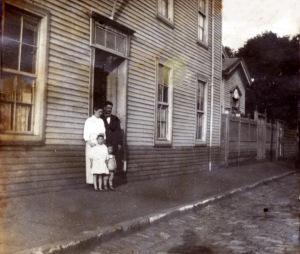 Casa  pastoral. J.S.Valenzuela y flia (1914)